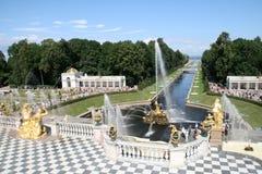 Fontes grandes da cascata do palácio de Peterhof Imagens de Stock Royalty Free