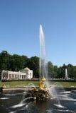 Fontes grandes da cascata do palácio de Peterhof Imagem de Stock