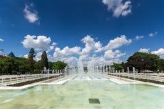 Fontes na frente do palácio nacional da cultura em Sófia, Bulgária Foto de Stock Royalty Free