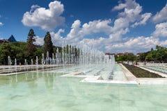 Fontes na frente do palácio nacional da cultura em Sófia, Bulgária Imagem de Stock Royalty Free