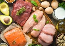 Fonti della proteina - carne, pesce, formaggio, dadi fotografia stock