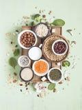 Fonti della proteina vegetale Vegano e concetto vegetariano dell'alimento Disposizione piana fotografie stock libere da diritti