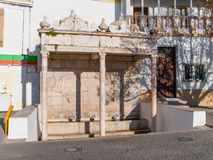 Fontinha, la fontana del XVI secolo di rinascita nel quadrato di Republica Alter fa Chao Immagini Stock
