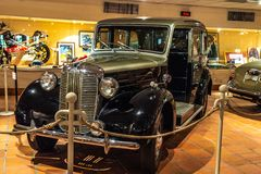 FONTVIEILLE, MONACO - JUIN 2017 : TAXI 1952 d'AUSTIN argenté noir dans le musée de collection de voitures de dessus du Monaco images libres de droits