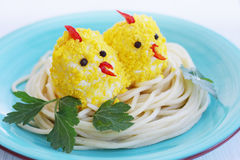 Food for the baby. The little chicks in the nest Royalty Free Stock Photos