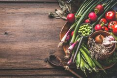 Free Food Background With Healthy Vegetarian Ingredients On Rustic Wooden Table With Herbs And Spices. Garden Organic Vegetables On Royalty Free Stock Images - 182574099