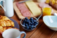 Bowl of blueberries on wooden table at breakfast Royalty Free Stock Images