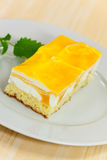 Food series: mango fancy cake with yellow fruit je Royalty Free Stock Photos