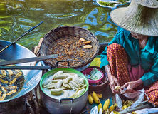 Food vendor at Damnoen Saduak Floating Market, Thailand. Royalty Free Stock Photos