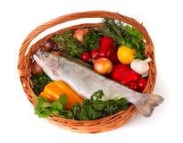 foodbasket新鲜的鳟鱼 库存图片