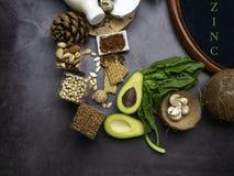 Foods h?gt i zink ?ta som ?r sunt Diet-fiber, naturliga källor av mineraler, sund livsstil och näring Strikt vegetariankälla fotografering för bildbyråer