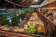 Foods przygotowywa dla Hinduskich devotess Zdjęcia Royalty Free