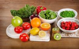 Foods som är höga i vitamin C royaltyfri bild