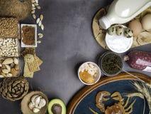 Foods Wysocy w cynku gdy ryba, garnele, wołowina, ser, szpinak, kakao, dyniowi ziarna, krab, czarny kawior, czosnek, koks, mleko, obraz royalty free