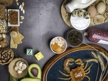 Foods Wysocy w cynku gdy ryba, garnele, wo?owina, ser, szpinak, kakao, dyniowi ziarna, krab, czarny kawior, czosnek, koks, mleko, zdjęcie royalty free