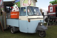 Foodtruck che vende yogurt a Amsterdam Immagine Stock