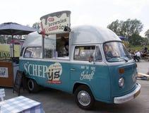 Foodtruck de T1 de Volkswagen vendant la crème glacée  Images stock