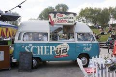 Foodtruck di Volkswagen che vende il gelato Fotografie Stock