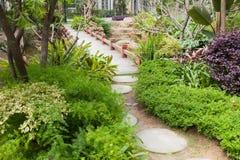foootbridge κήπος Στοκ εικόνα με δικαίωμα ελεύθερης χρήσης