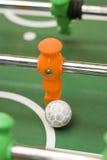 Foosball Spieler mit Kugel Stockbild