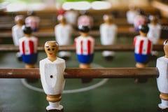 Foosball-Spieler in foosball Spiel stockfoto