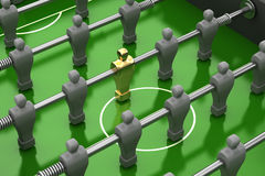 Foosball Tabelle mit Goldspieler Lizenzfreie Stockbilder