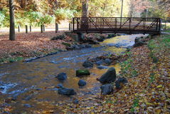 Foot Bridge. The turning fall foliage and the beauty of the fall scene Royalty Free Stock Photos