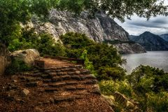 Foot bridge along the Wapama Falls Trail, Hetch Hetchy Reservoir, Yosemite National Park. A picturesque foot bridge beckons hikers to cross along the Wapama Royalty Free Stock Photography