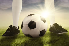 Foot of soccer player ready for playing Royalty Free Stock Images