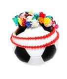 Footbal con una ghirlanda e una collana polacche Immagine Stock