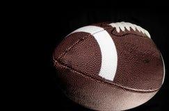 Football américain avec le fond noir. photo stock