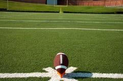 Football américain sur le té avec le poteau Image libre de droits