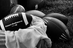 Football americani in bianco e nero fotografia stock libera da diritti