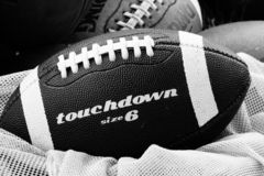 Football americano in bianco e nero immagini stock