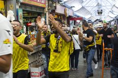Football supporters in Beitar Jerusalem strip march down the mall of the Mahane Yehuda covered market in Jerusalem Israel. 9 May 2018 Singing and chanting Stock Images