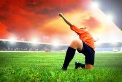 Footballer efter mål Arkivfoton