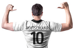 Footballeur allemand sur le fond blanc Photo stock