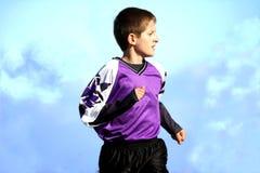 Footballeur courant de la jeunesse Photographie stock