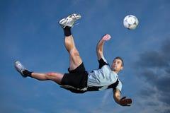 Footballeur dans une énergie de bicyclette Photographie stock libre de droits