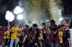 Footballeurs célébrant avec le champagne Image libre de droits