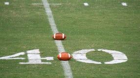 Footballs américains sur le lancement Photographie stock libre de droits