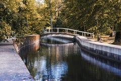 Footbridge на реке Keila в парке Keila-Joa стоковая фотография rf