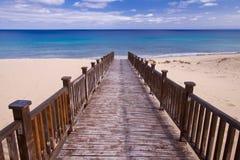 footbridge пляжа к Стоковое Изображение RF