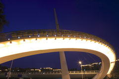 Footbridge lubi sundial, noc widok Fotografia Royalty Free