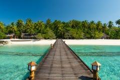 Footbridge nad turkusowym oceanem fotografia stock