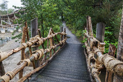 Footbrigde en bois en parc d'attractions Efteling dans le Nertherlands image libre de droits