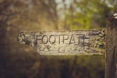 Footpath kierunku rocznika znak Zdjęcia Stock