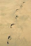 Footrpints i sand Arkivfoto