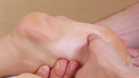 Foots девушка массажа видеоматериал