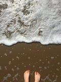 Foots nära havet Arkivbild